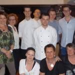 Alle Köche und Servicekräfte, die gratis gearbeitet und sogar ihr Trinkgeld gespendet haben mit Carmen Stappen (rechts außen) und Frajo Stappen (hintere Reihe links außen).